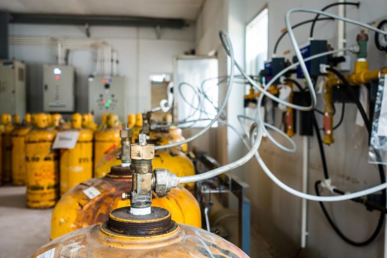 цилиндры с хлорином на заводе фото