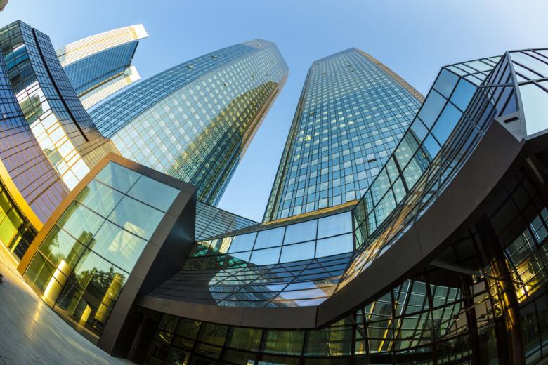 Deutsche Bank оштрафовали из-за денег преступника фото