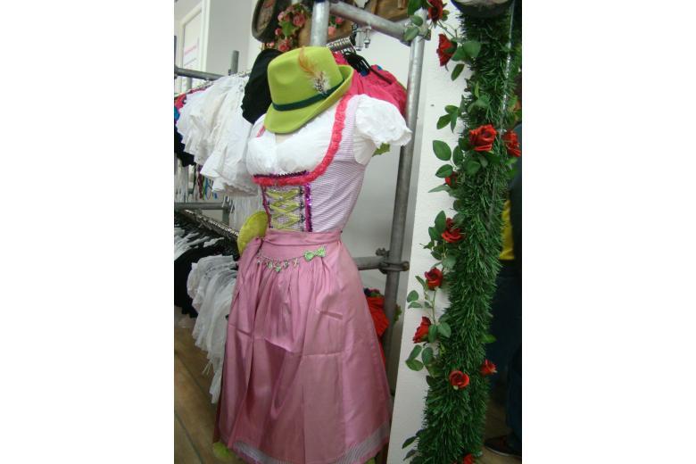 Дирндль с розовой юбкой фото