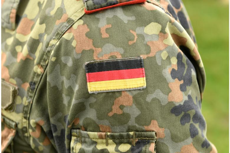 флаг германии на армейской униформе фото