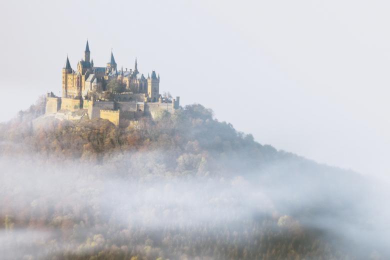 Hohenzollern замок в тумане фото