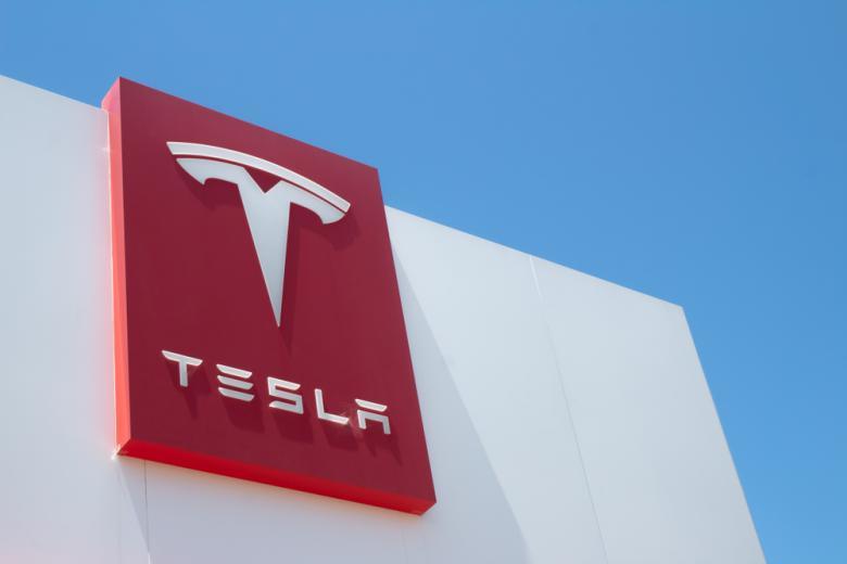 здание завода Tesla фото