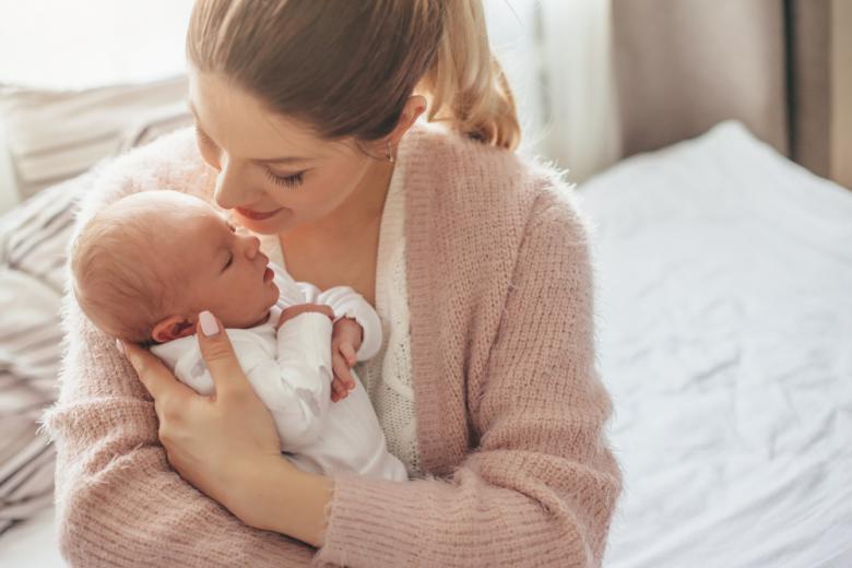 мама и новорожденный ребенок фото