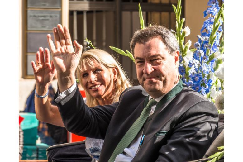 Маркус Зёдер на карнавале фото