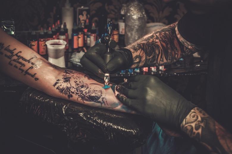 Наносить татуировку сегодня могут мастера за несколько минут или часов фото