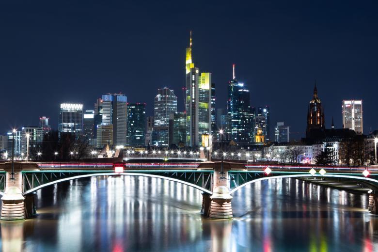 Ночной вид на Frankfurt am Main фото