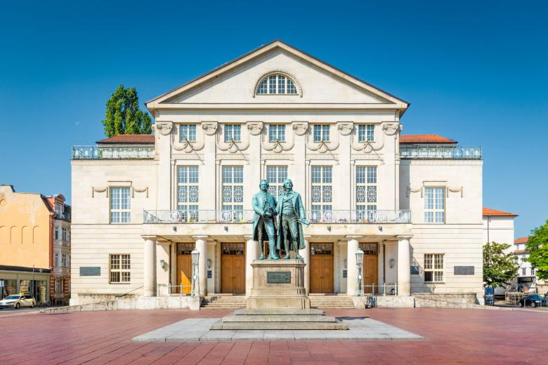 Памятник Гёте и Шиллеру на площади в Веймаре фото