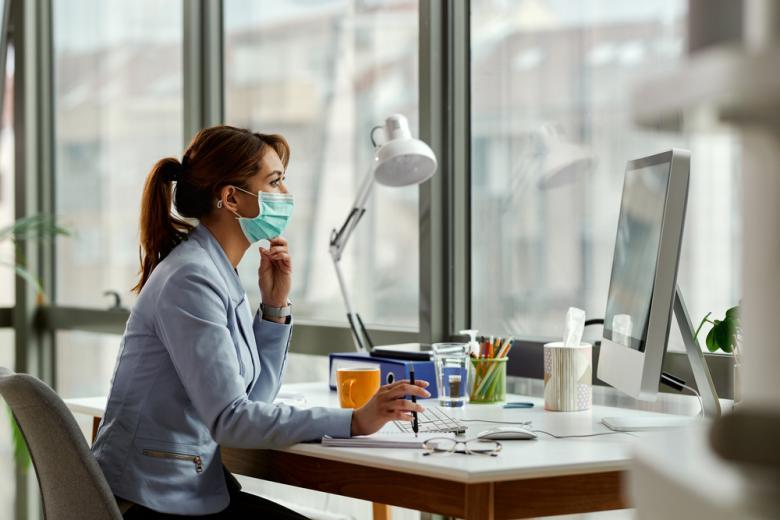 Работать дома желает 20 процентов сотрудников фирм и учреждений фото