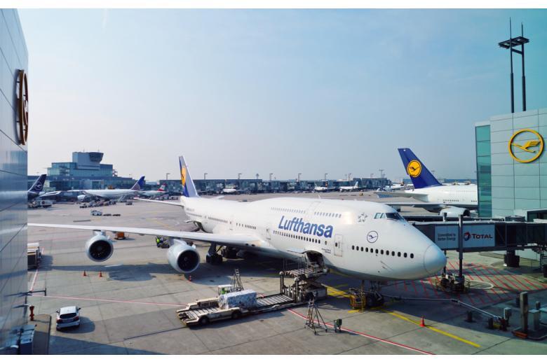 самолет компании Lufthansa фото