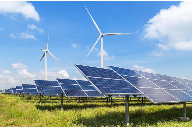 Солнечные панели и ветряные турбины фото