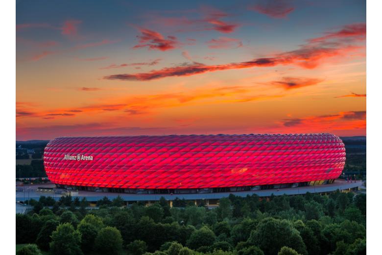 стадион альнц арена на фоне заката фото
