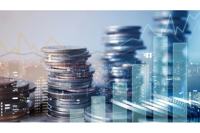 столбики монет на фоне графиков фото