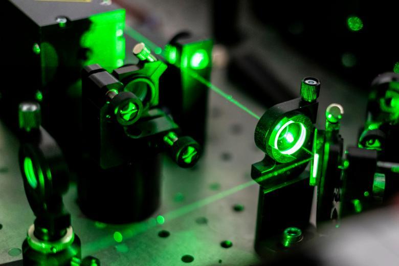 Супертонкое зеркало служит для науки, а не для наведения красоты фото