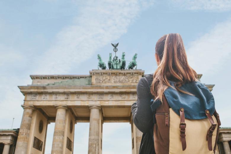 туристка в Берлине фото