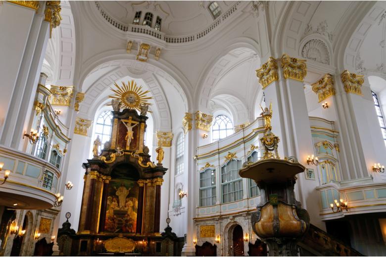 Церковь Святого Михаила внутри фото