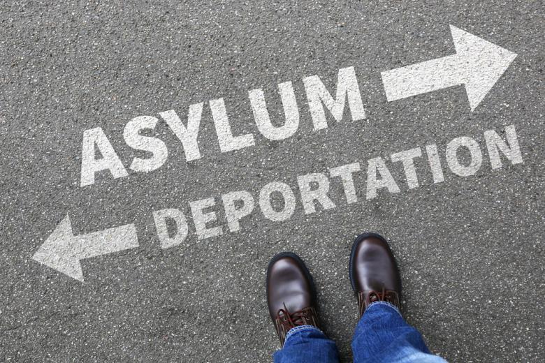 Депортация растет, хотя вывезенные из страны, пытаются снова вернутся фото