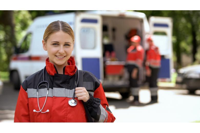 Девушка санитар скорой помощи фото