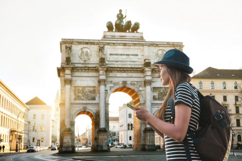 Девушка туристка в Мюнхене фото