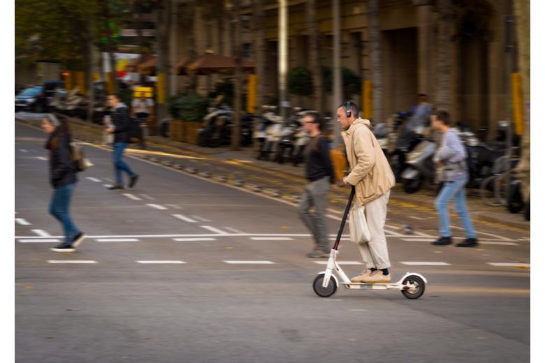 Е-скутер опаснее велосипеда в два раза фото