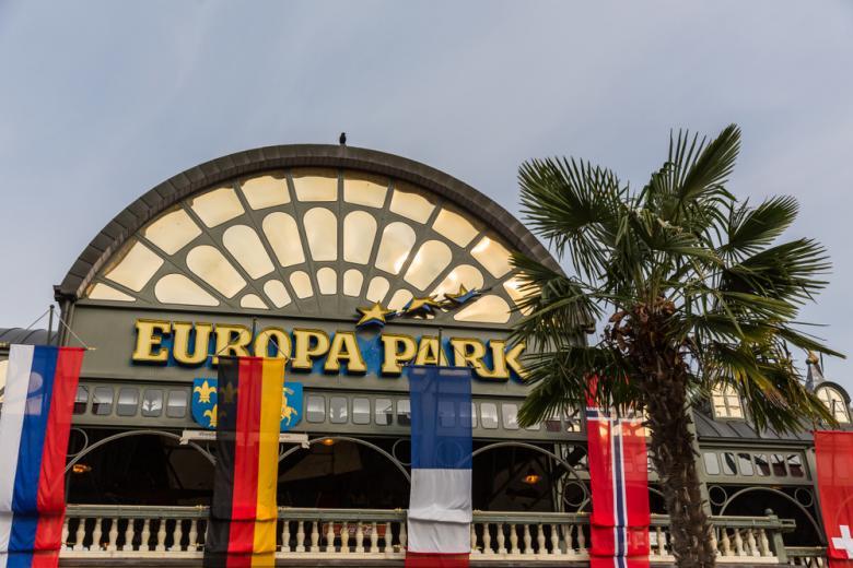 Фасад Европа-парка в Русте, Германия фото