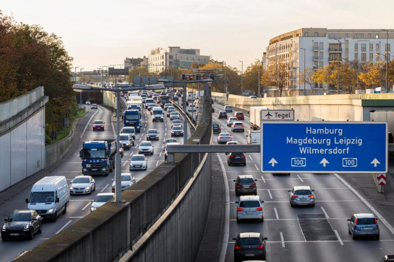 машины на автомагистрали в Германии фото