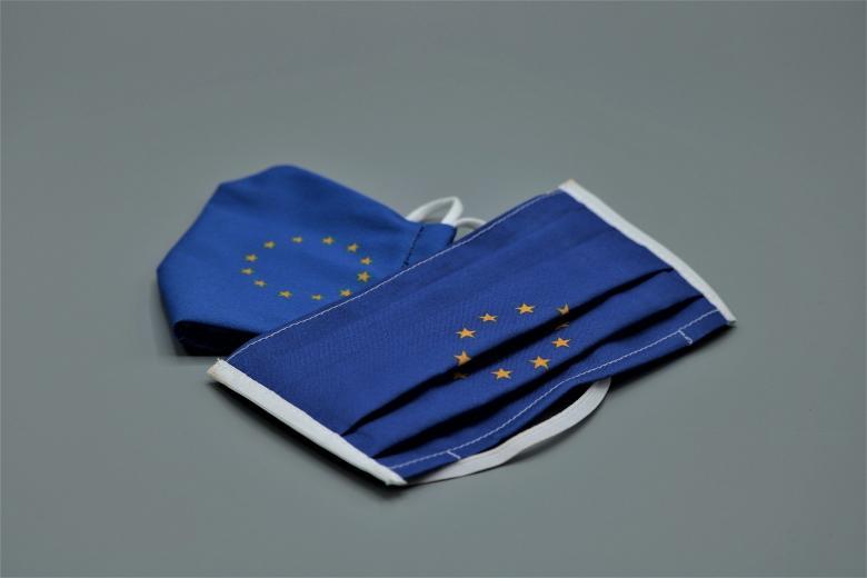 маска с флагом ЕС фото