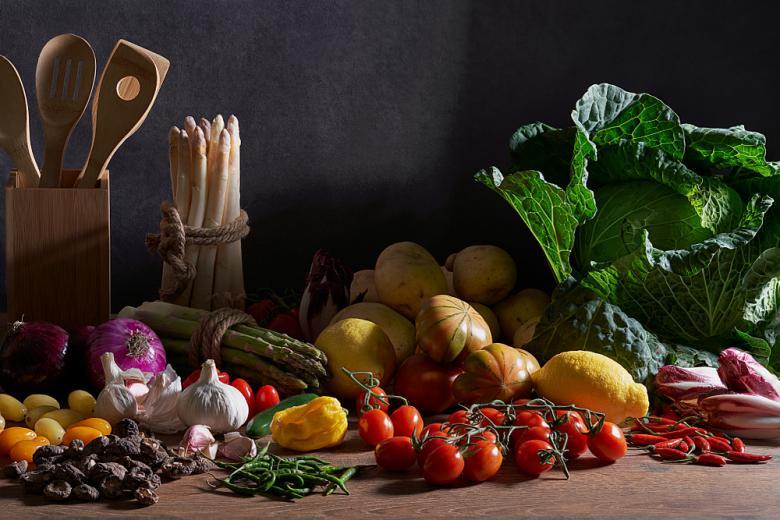 много овощей капуста помидоры спаржа и другие фото