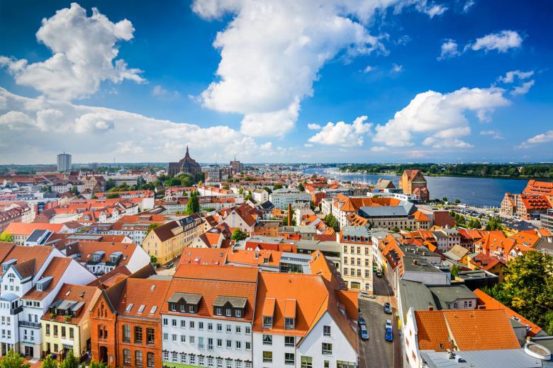 Панорамный вид на город Росток фото