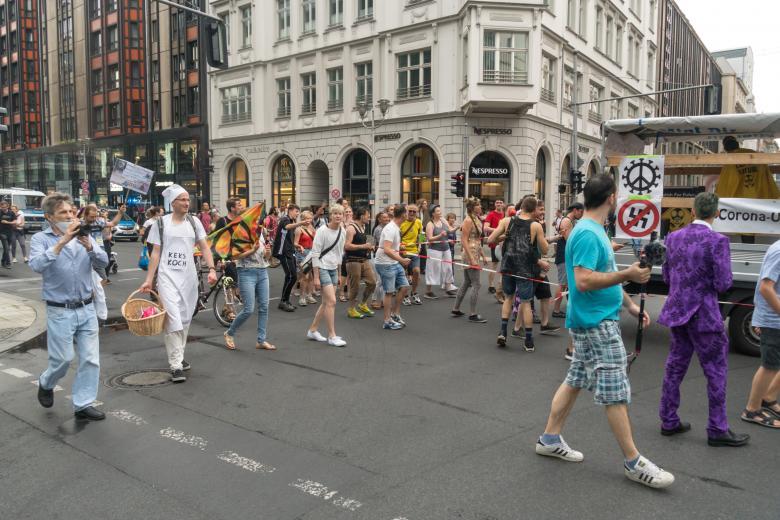 протест против карантина COVID-19 фото