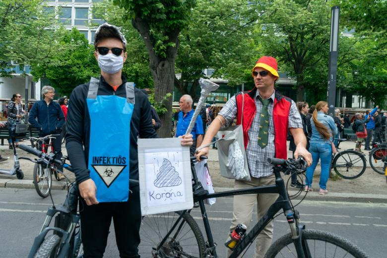 протест против карантина в Германии фото