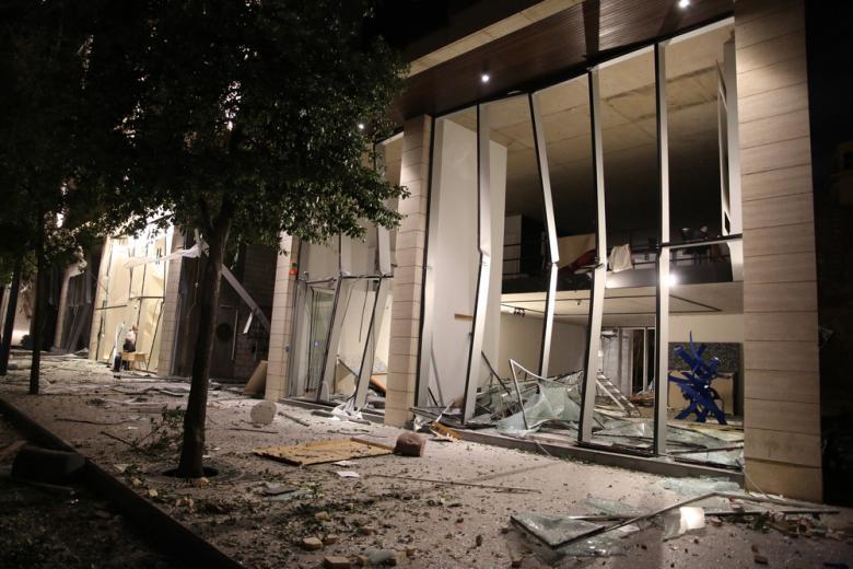 разрушенное здание после взрыва фото