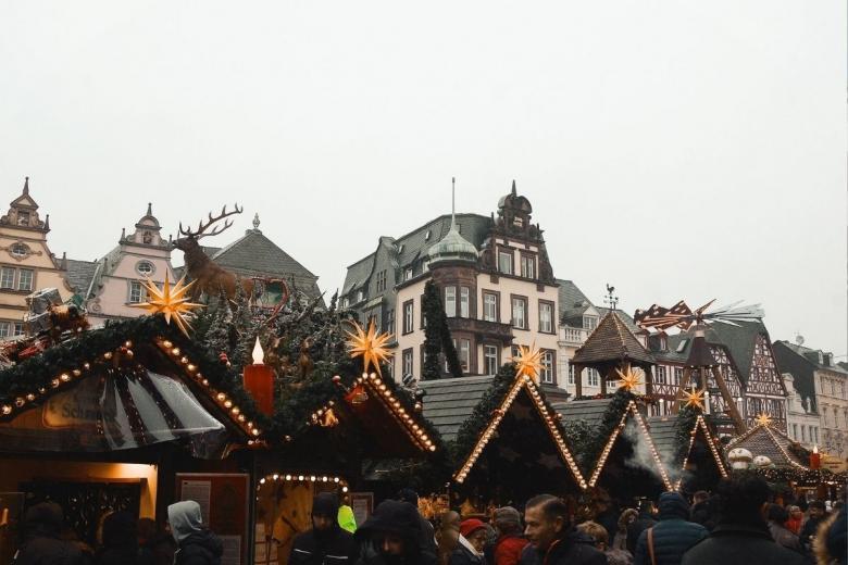 Рождественская ярмарка в Германии. Фото: Diogo Palhais / unsplash.com