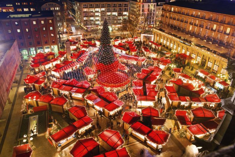 Рождественский базар возле Кельнского собора фото