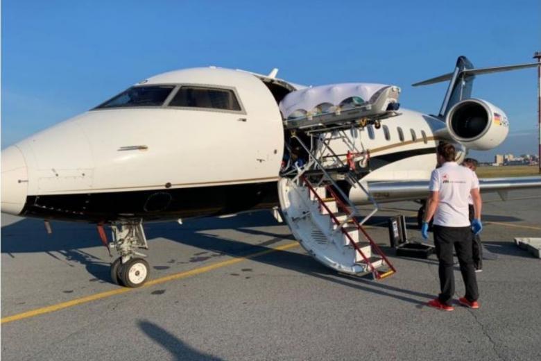 Самолёт с Алексеем Навальным