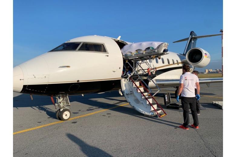 Самолет с находящимся в коме Навальным, приземлился в Германии