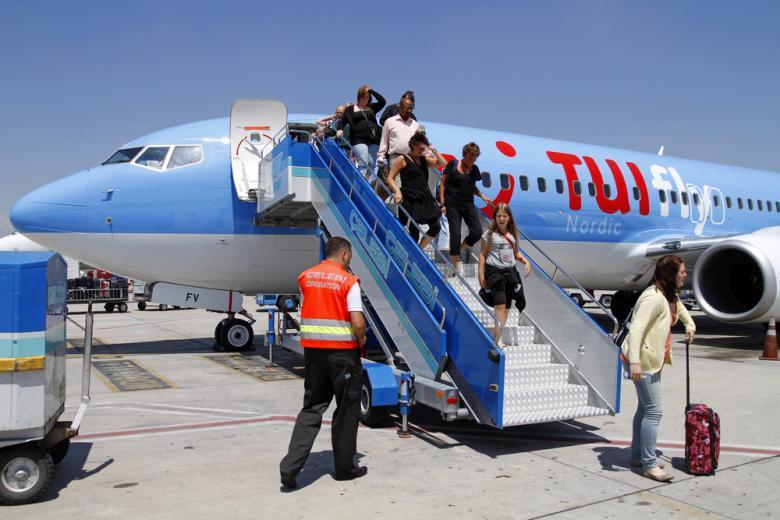 Самолёт TUI в Анталии фото