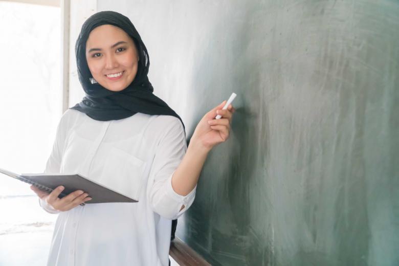 учительница мусульманка в платке фото