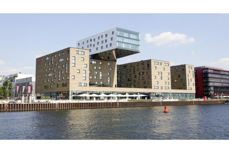 Ультрасовременный отель Nhow в Берлине на реке Шпрее фото