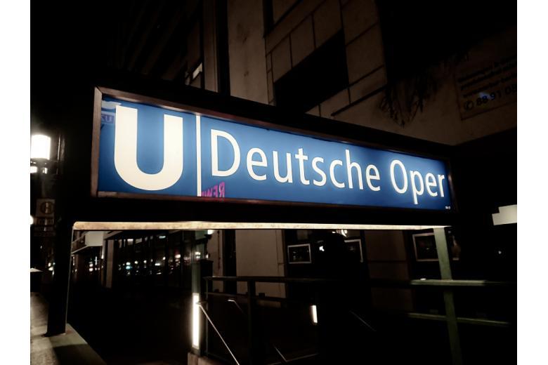 Вход в метро Deutsche Oper фото