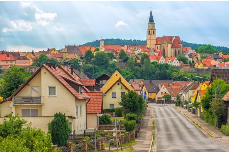 вид на деревню в Баварии фото