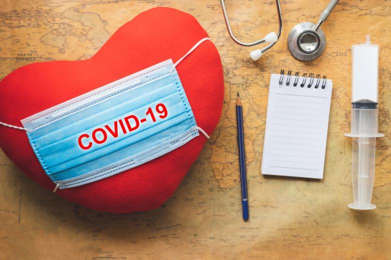 Влияние COVID-19 на сердце концепт фото