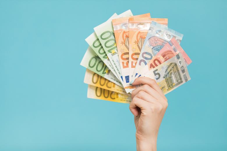 Вводят новые банкноты евро фото