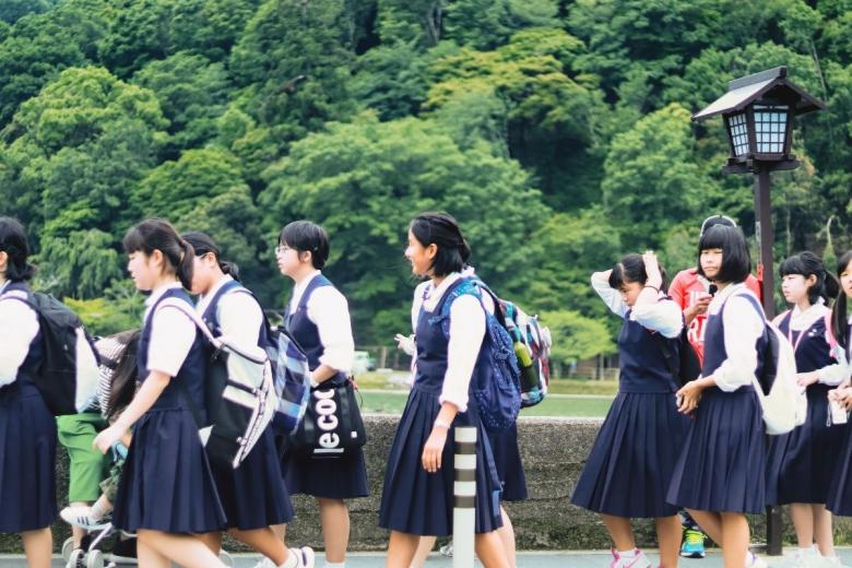 Японские школьники. Фото: Stephanie Hau  / unsplash.com