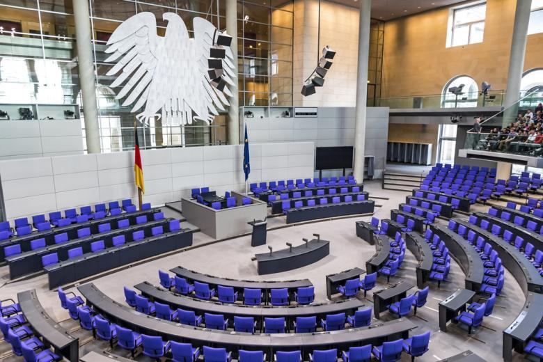 зал заседаний нижней палаты парламента Германии фото