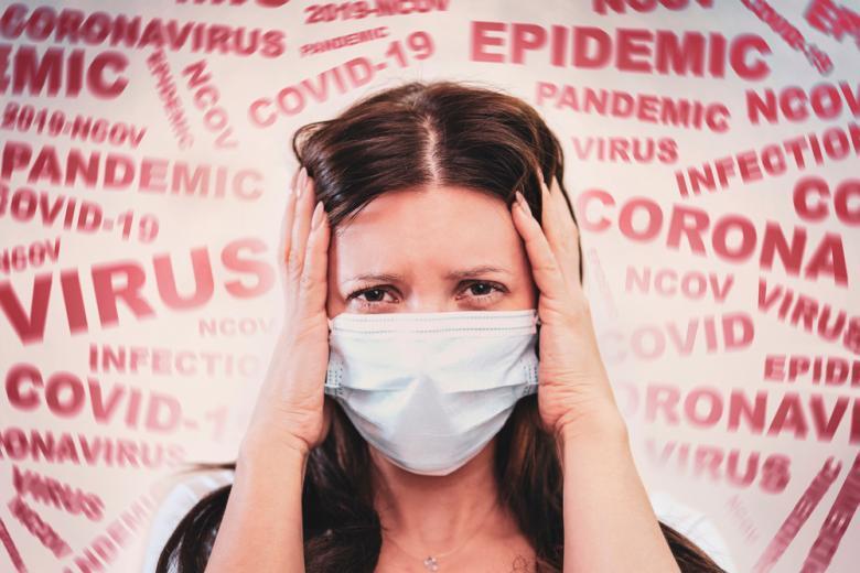 женщина в маске от коронавируса фото