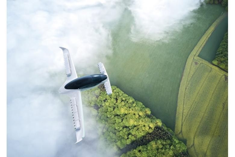 аэротакси Lilium над зелеными лесами фото