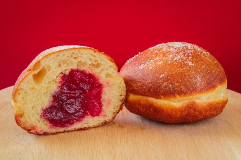 берлинские пончики с джемом фото