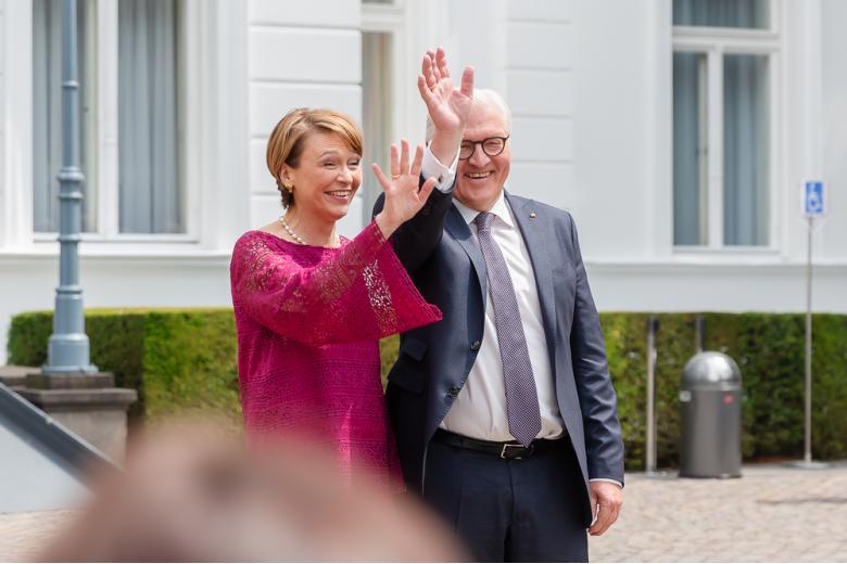 Франк-Вальтер Штайнмайер с супругой фото