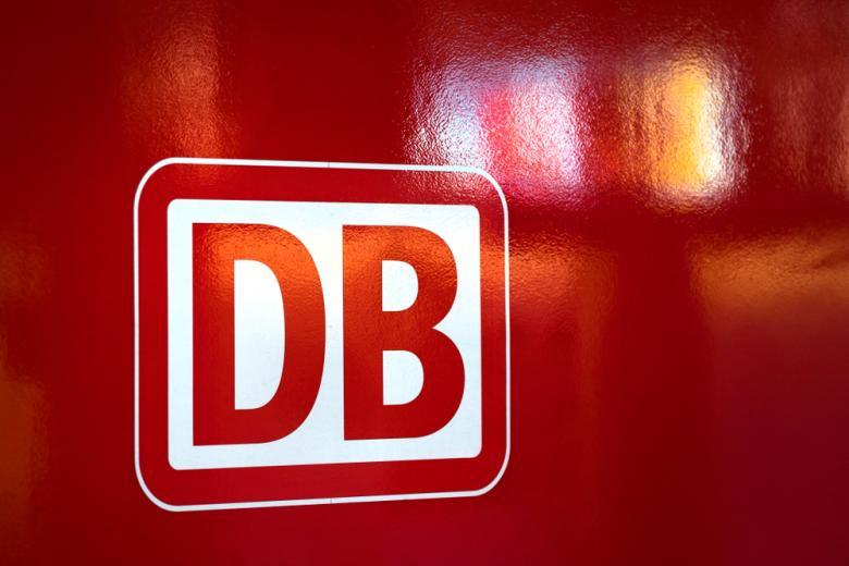 лого Deutsche Bahn на красном фоне фото
