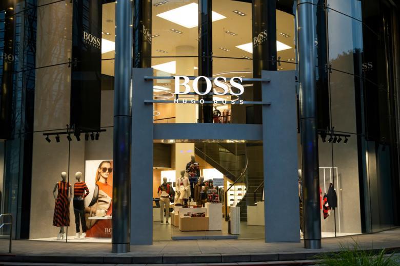 Магазин Хуго Босс в Токио фото